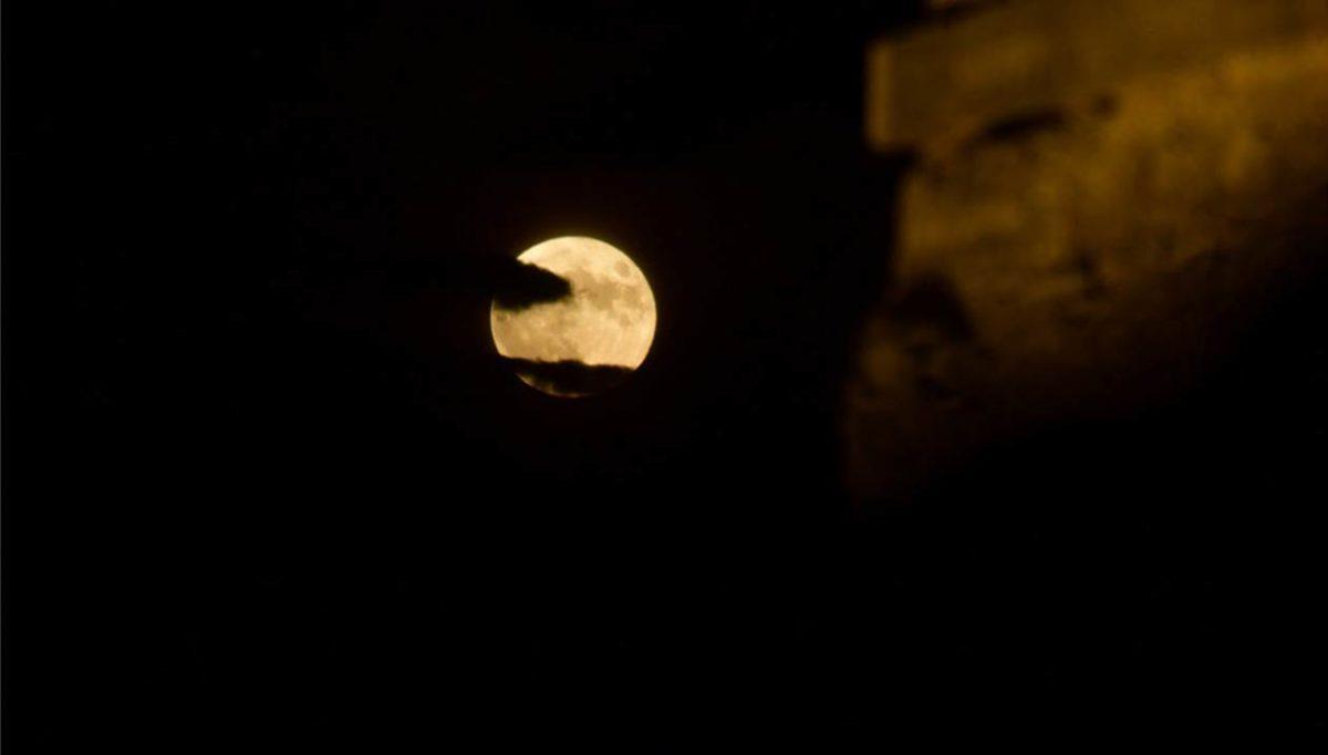 Πανσέληνος Αυγούστου: Υπέροχες φωτογραφίες από το πιο όμορφο φεγγάρι