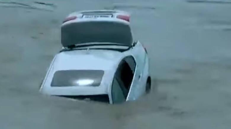 Δεν ήταν το σωστό δώρο: Πέταξε ολοκαίνουργια BMW στο ποτάμι γιατί ήθελε Jaguar