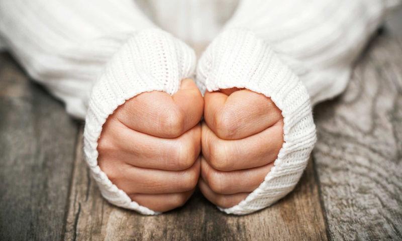 Κρυώνετε διαρκώς; 12 προβλήματα υγείας που εξηγούν το φαινόμενο (εικόνες)