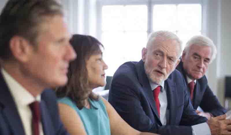 Ο Κόρμπιν προτείνει συνεργασία σε βουλευτές για την αποφυγή ενός «άτακτου» Brexit