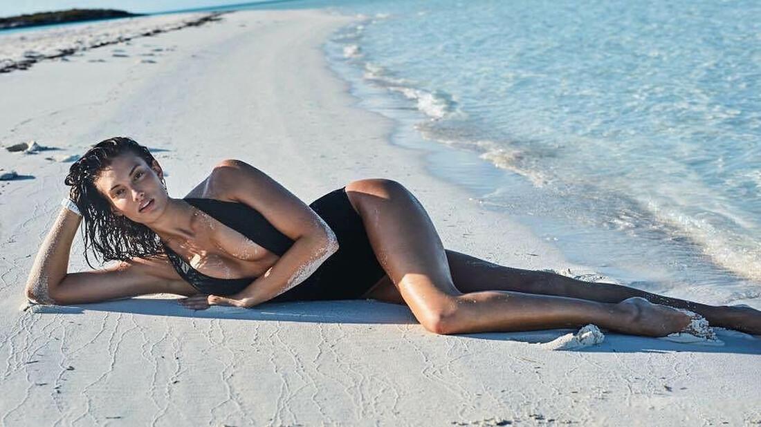 Κορίτσια σαν την Dana Taylor στέλνουν τον κόσμο στις παραλίες