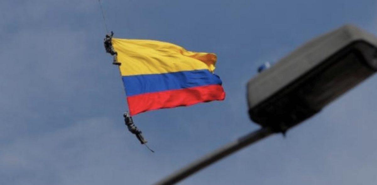 Κολομβία: Σοκαριστικός θάνατος αξιωματικών που κρέμονταν από ελικόπτερο