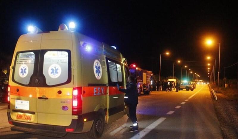 Σοβαρό τροχαίο στο Παγκράτι: Η Πυροσβεστική απεγκλώβισε γυναίκα από τις λαμαρίνες