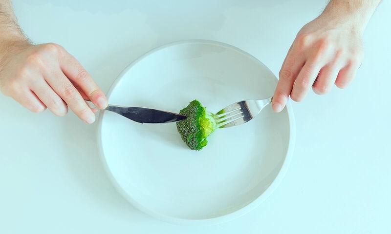 4 δημοφιλείς δίαιτες & οι επιπτώσεις τους στην υγεία (εικόνες)