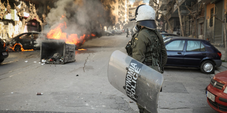 Τι θα αλλάξει στον Ποινικό Κώδικα: Σκληρότερες ποινές για μολότοφ, εμπρηστές & επιθέσεις