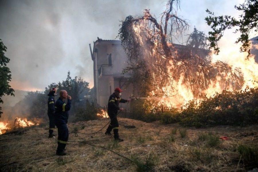 Πύρινη κόλαση: 11,5 χιλιόμετρα το μέτωπο της πυρκαγιάς στην Εύβοια