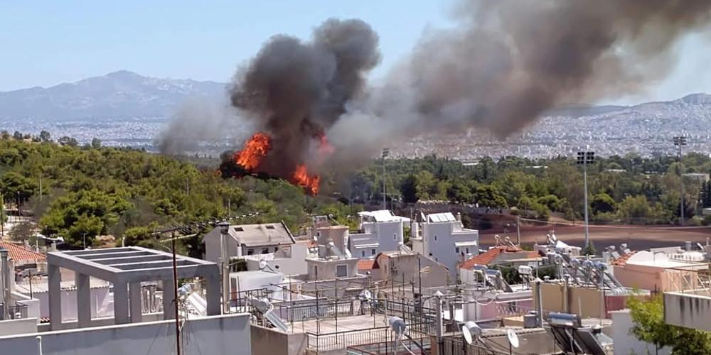 Ενισχύονται οι δυνάμεις στην φωτιά στο Δάσος Χαϊδαρίου [εικόνες & βίντεο]