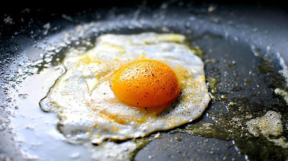 Τόσα χρόνια τηγάνιζες λάθος το αυγό σου