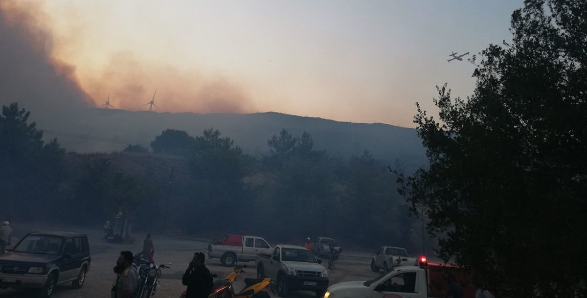 Καλύτερη η εικόνα της φωτιάς σε Σάμο, Κύθηρα, Αχαΐα και Λακωνία. Υπό μερικό έλεγχο η φωτιά στην Ηλεία.