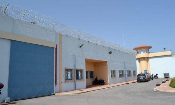Συναγερμός στις φυλακές της Αγυιάς: Φορτηγάκι πέταξε ύποπτο δέμα μέσα στο προαύλιο