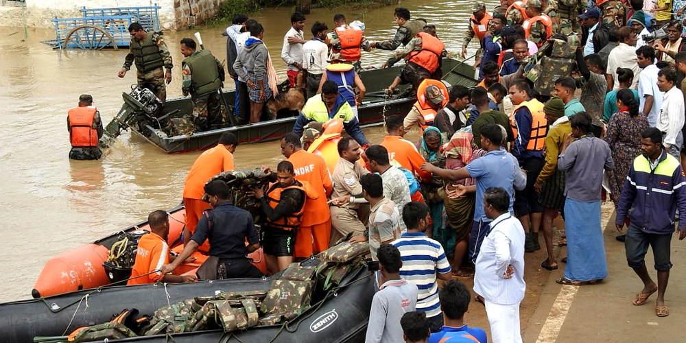 Τραγωδία στην Ινδία: 184 νεκροί από τις πλημμύρες και ένα εκατομμύριο οι εκτοπισμένοι
