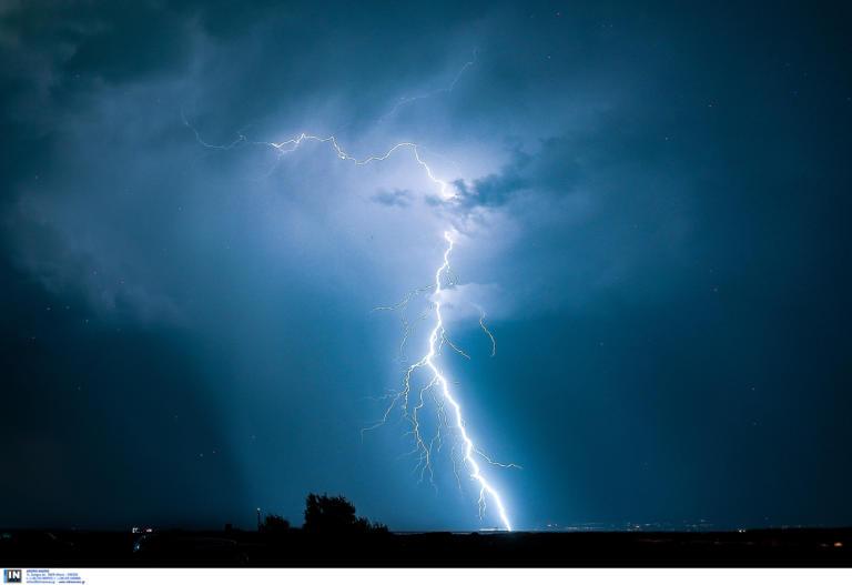 Καιρός: Βροχή από κεραυνούς στο βόρειο Αιγαίο – «Πνίγηκε» η Λήμνος