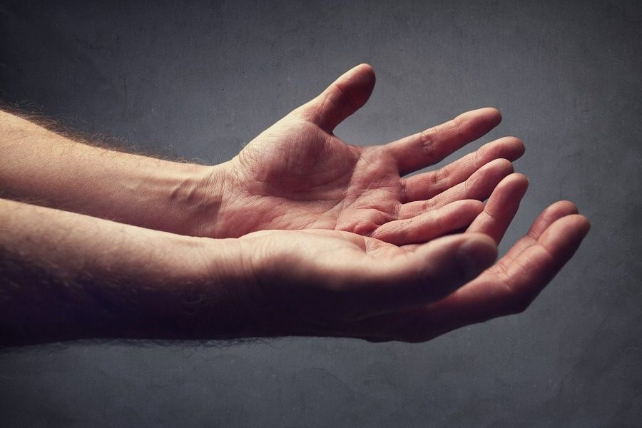Ο άνδρας με το «χρυσό χέρι» που έσωσε την ζωή 2 εκ βρεφών