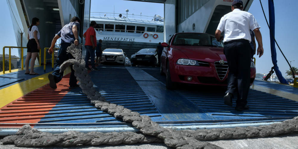 Νέα ταλαιπωρία στον Πειραιά: Καθυστέρηση αναχώρησης 4 ωρών σε πλοίο για Κυκλάδες