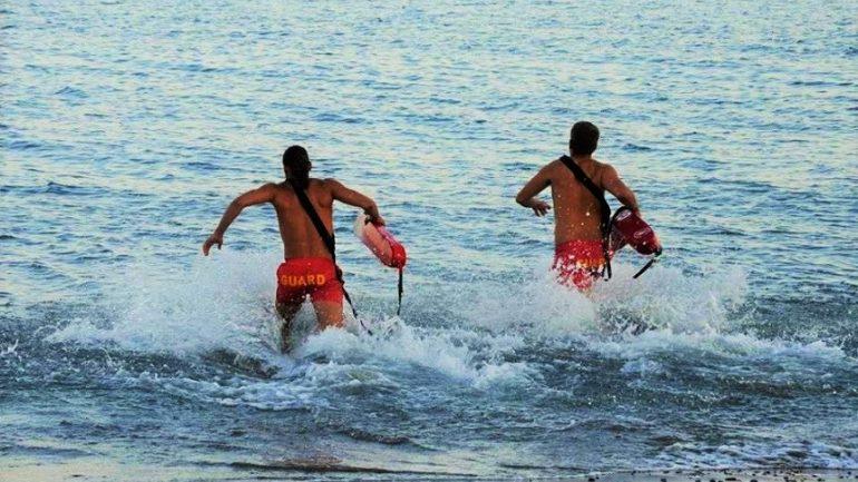 Έτρεχαν και δεν έφταναν πάλι οι ναυαγοσώστες!