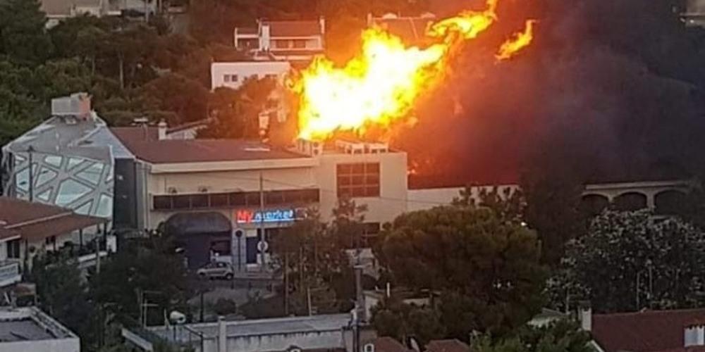 Φωτιά στο κέντρο της Νέας Πεντέλης [εικόνες & βίντεο]