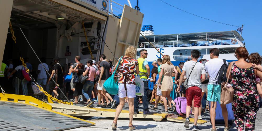 Το αδιαχώρητο στα λιμάνια ενόψει Δεκαπενταύγουστου: Μία ώρα νωρίτερα στην αποβάθρα συστήνει το λιμενικό