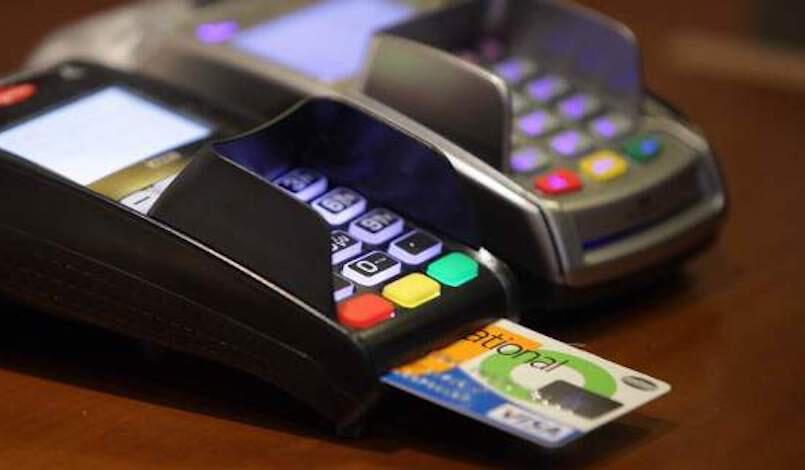 Το όριο που μπαίνει στις ανέπαφες συναλλαγές με κάρτες