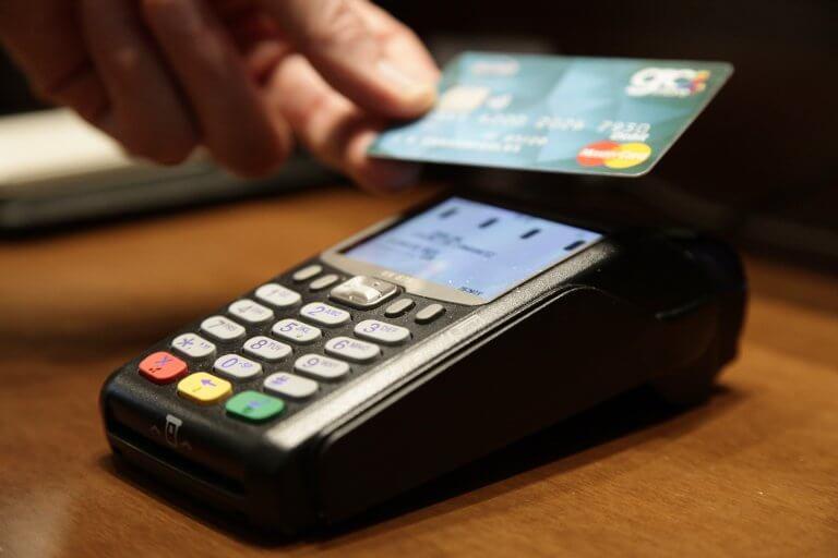 Τι αλλάζει από το Σάββατο στις συναλλαγές με κάρτες πληρωμών