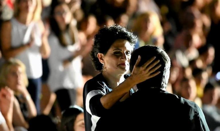 Άργος: Εντυπωσιακό ντουέτο της Πρωτοψάλτη με έναν παπά σε συναυλία της – video