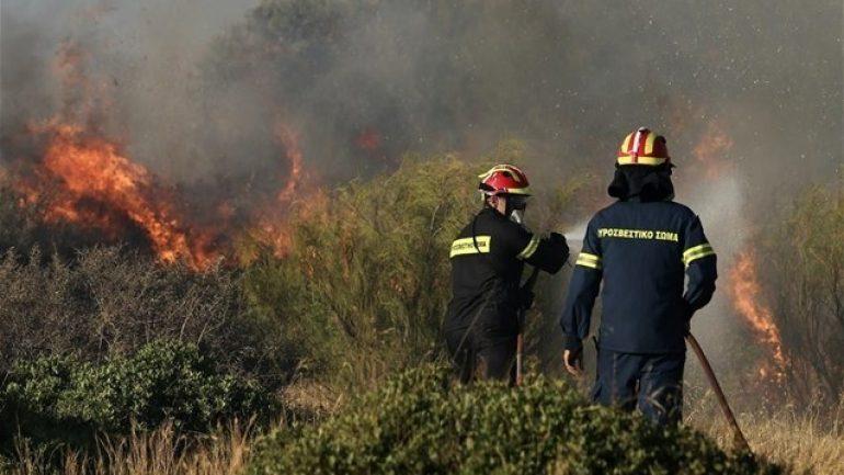 """Στο πόδι και πάλι η πυροσβεστική – """"Επιασαν"""" τη μια φωτιά, τρέχουν για την άλλη"""