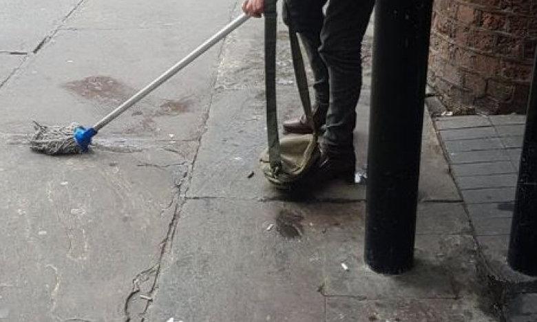 Έκανε την ανάγκη του έξω από το σταθμό και το πλήρωσε (photo)