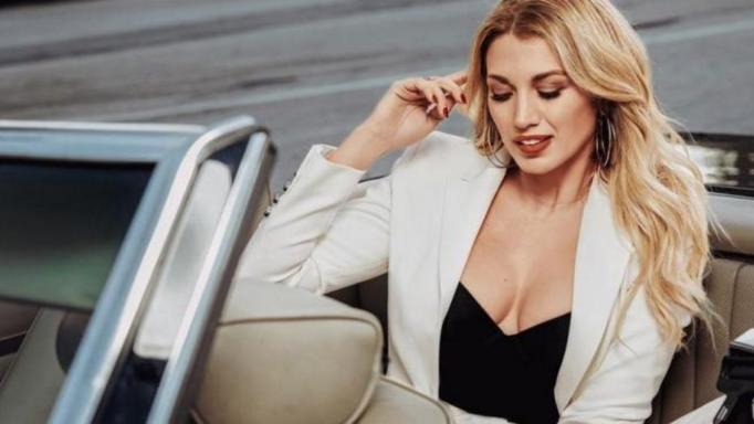 Κωνσταντίνα Σπυροπούλου: Προκαλεί… ταραχή με τη θανατηφόρα… πόζα της!