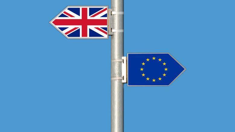 Προειδοποίηση Κομισιόν για σοβαρή αναταραχή από «σκληρό» Brexit