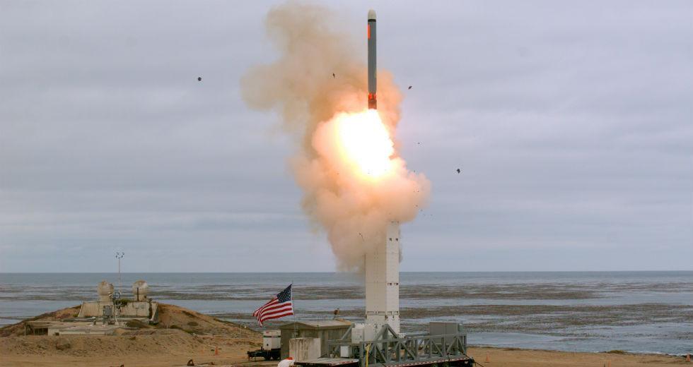 Δοκιμή πυραύλου μέσου βεληνεκούς έκαναν οι ΗΠΑ