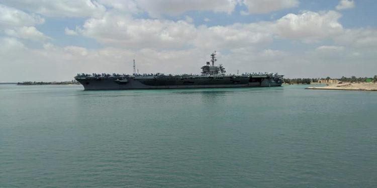 USS Abraham Lincoln: Απίστευτη «καραμπόλα» αεροσκάφους E-2D με F/A-18 [pics]