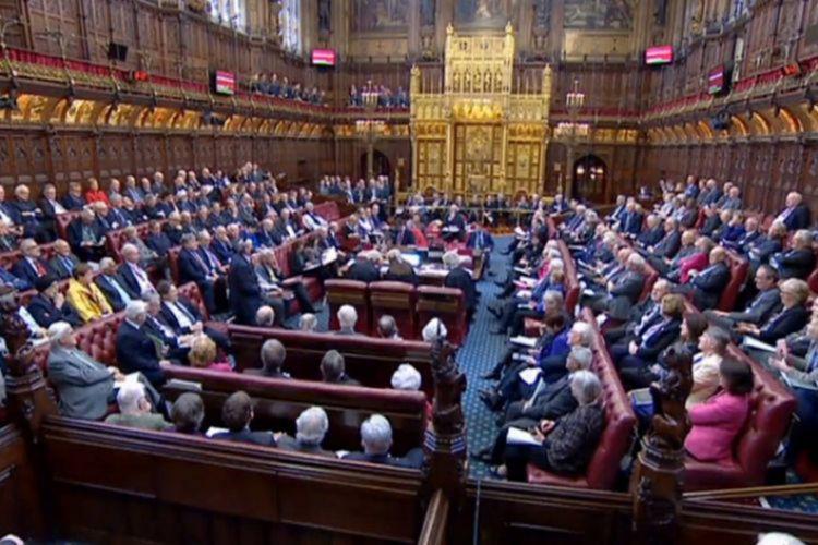 Μόλις 27% των Βρετανών είναι υπέρ της αναστολής λειτουργίας του κοινοβουλίου