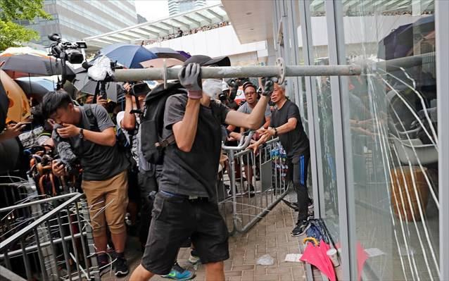 Πυροβολισμοί σε διαδηλώσεις στο Χονγκ Κονγκ