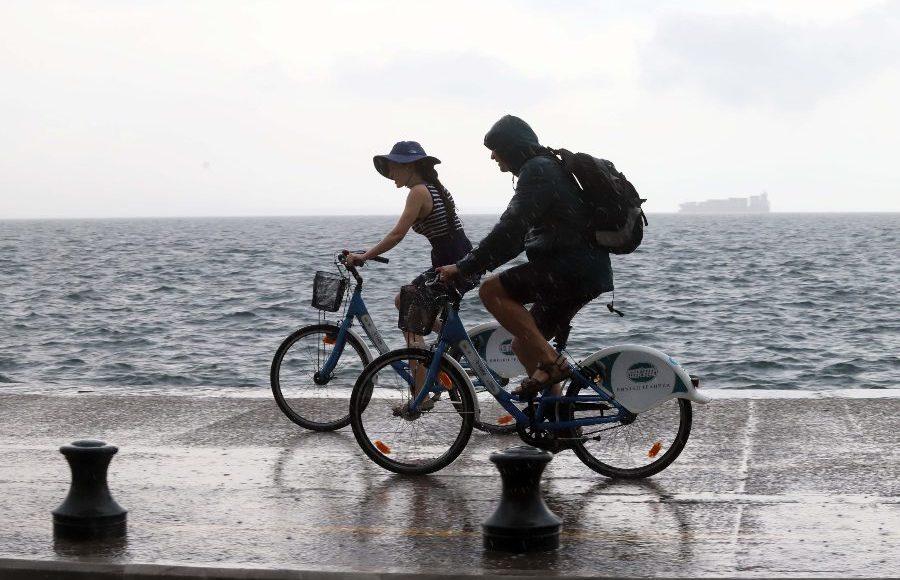 Αλλάζει το σκηνικό του καιρού: Κάθετη πτώση θερμοκρασίας, βροχές, ισχυροί άνεμοι