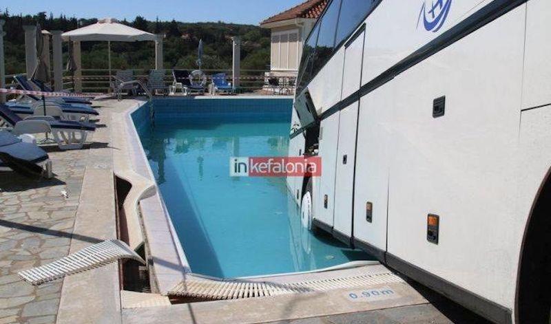 Λεωφορείο έκανε βουτιά σε πισίνα ξενοδοχείου στην Κεφαλονιά