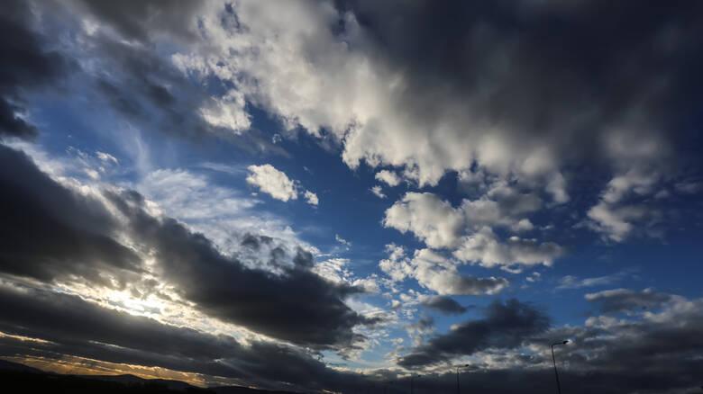 Καιρός: Πέφτει σήμερα ο υδράργυρος – Πού θα «χτυπήσουν» βροχές και καταιγίδες