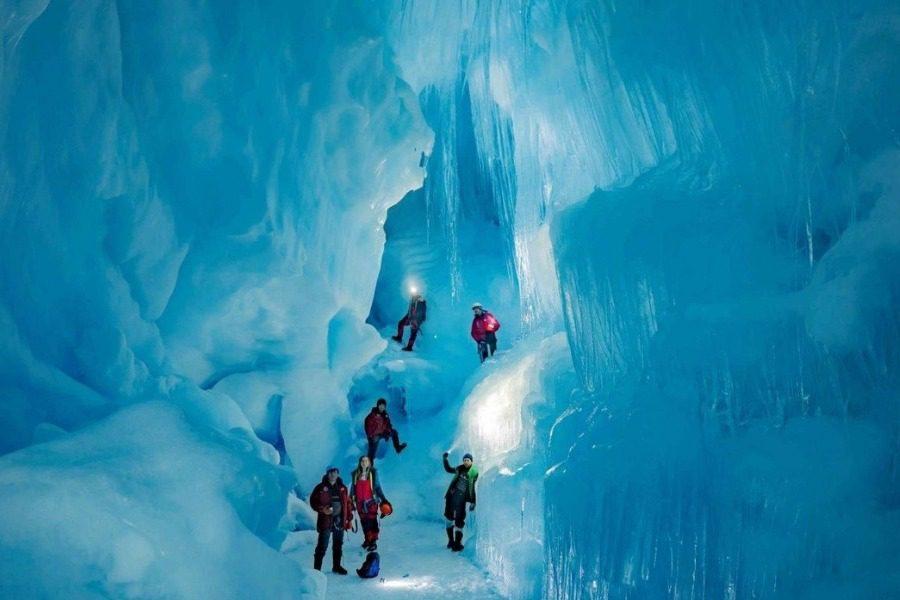 Ανταρκτική: Εξερευνητές βρήκαν «χαμένο» τριώροφο σπήλαιο με λίμνες και ποτάμι