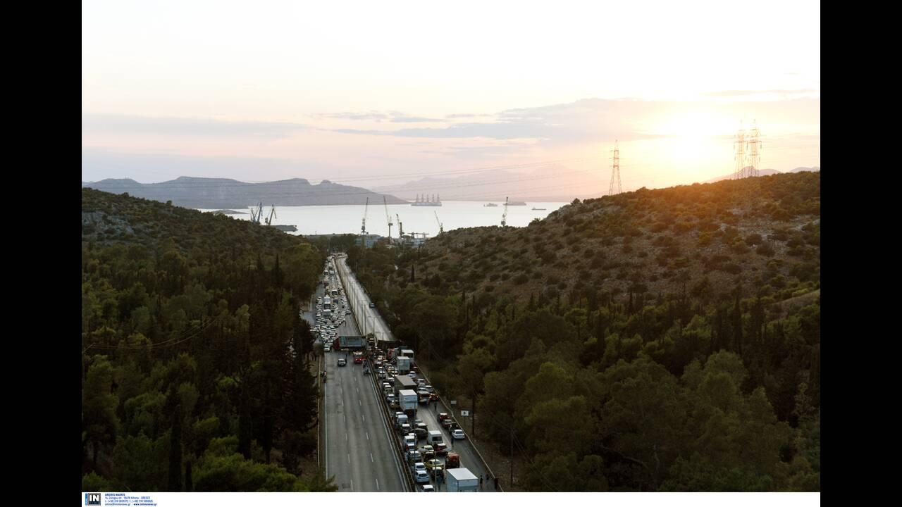 Τροχαίο ατύχημα με νταλίκα στην Εθνική Αθηνών – Κορίνθου