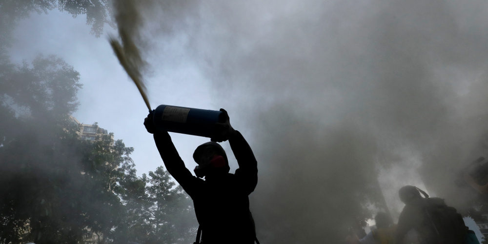 Δακρυγόνα και βόμβες μολότοφ σε αντικυβερνητική διαδήλωση στο Χονγκ Κονγκ