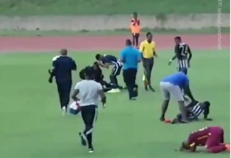 Τους «χτύπησε» κεραυνός! Το απίστευτο περιστατικό σε ποδοσφαιρικό αγώνα – video