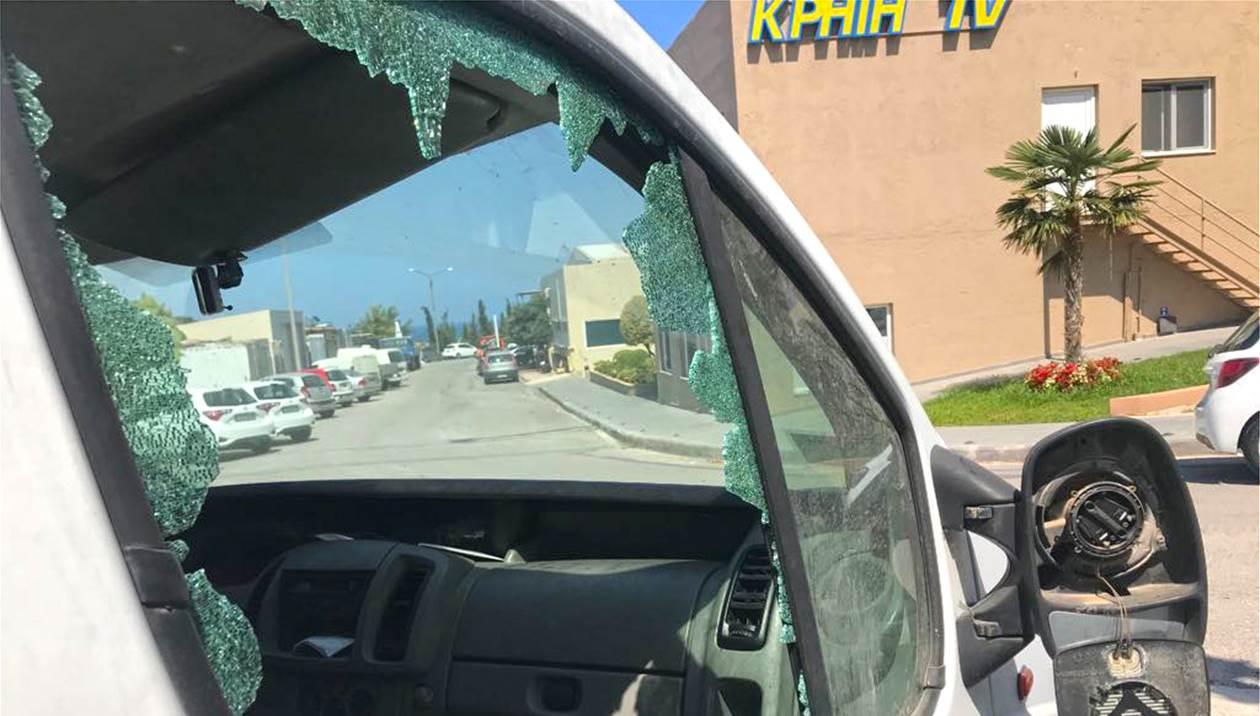 «Απρόκλητη» επίθεση στην ΚΡΗΤΗ TV, Καρέ – καρέ οι κινήσεις των δραστών
