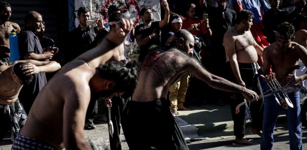 Συγκλονίζει το ετήσιο αυτομαστίγωμα της Ασούρα στο Περιστέρι (vid)