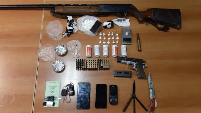 Κοκαΐνη και όπλα στην κατοχή δύο νεαρών