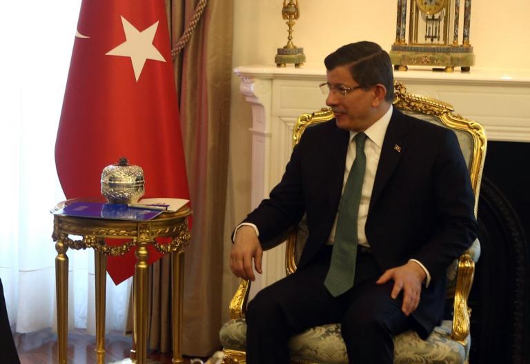 Ερντογάν: «Τρώει» με συνοπτικές διαδικασίες τον Νταβούτογλου!