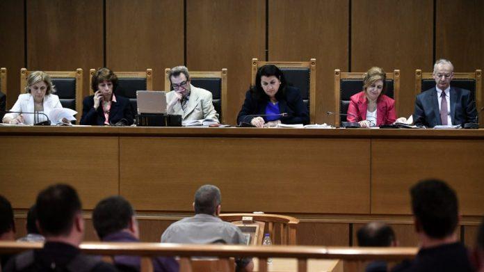 """Δίκη ΧΑ – εισαγγελέας: Απαλλαγή Λαγού, Μίχου για επίθεση στο """"Συνεργείο"""""""