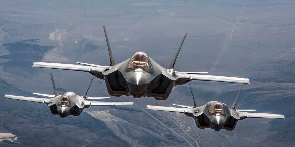 F-35: Το πιο φονικό όπλο της USAF κάνει επίδειξη ισχύος [vid]
