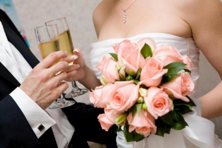Σέρρες: Γιούχαραν, έφτυναν και χτυπούσαν τους ελεγκτές της ΑΑΔΕ – Κόλαση στο γαμήλιο γλέντι – Συνελήφθη ο ιδιοκτήτης!