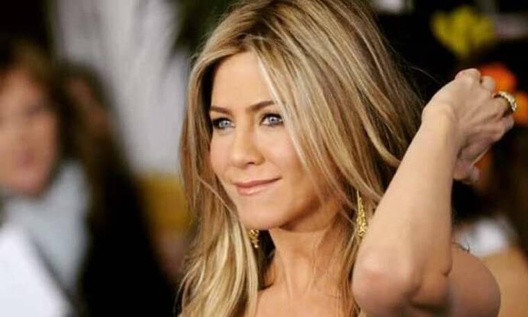 Η φωτογραφία της Aniston για εξώφυλλο προκάλεσε αντιδράσεις: «Αυτή η φωτογραφία πρέπει να καεί»