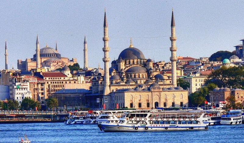 Εκτακτο: Τρόμος στην Κωνσταντινούπολη: Οδηγός λεωφορείου σε αμόκ έπεσε πάνω σε πλήθος και στη συνέχεια επιτέθηκε με μαχαίρι