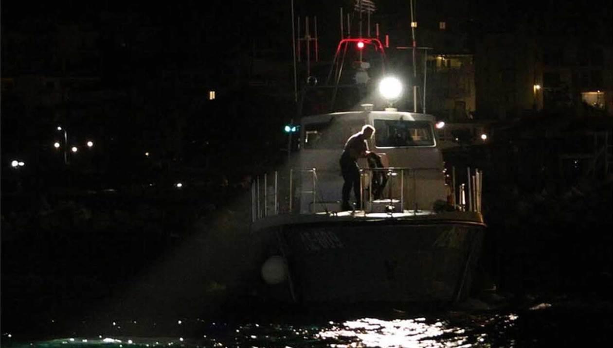 Ψάχνουν άντρα που παρασυρόταν από τη θάλασσα στις Γούβες