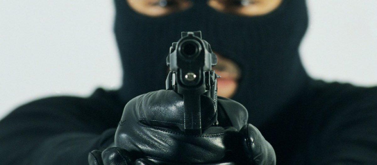 ΕΛ.ΑΣ.: Ανθρωποκυνηγητό για συμμορία Αλγερινών μαχαιροβγαλτών- Λήστεψαν Ελβετό επιχειρηματία & την παρέα του δύο φορές!